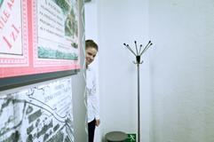 Česká violoncellistka Anna Brikciusová; básnické čtení DEN POEZIE - KOLIBŘÍ ÚSMĚV, Petřínská rozhledna; Festival Brikcius - 4. ročník cyklu koncertů komorní hudby v Domě U Kamenného zvonu #Bach339. Foto Alina Bogdana Mihai. http://Festival.Brikcius.com